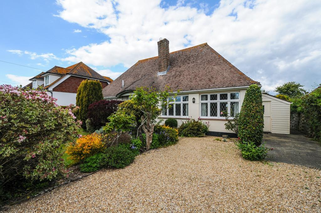 3 Bedrooms Detached House for sale in Wellsfield, West Wittering