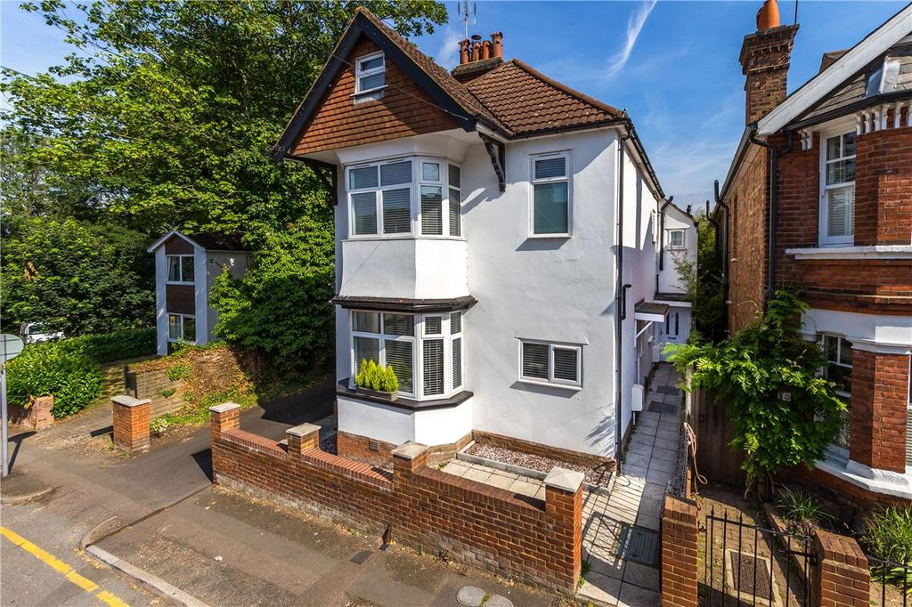 2 Bedrooms Flat for sale in Upton Avenue, St. Albans, Hertfordshire