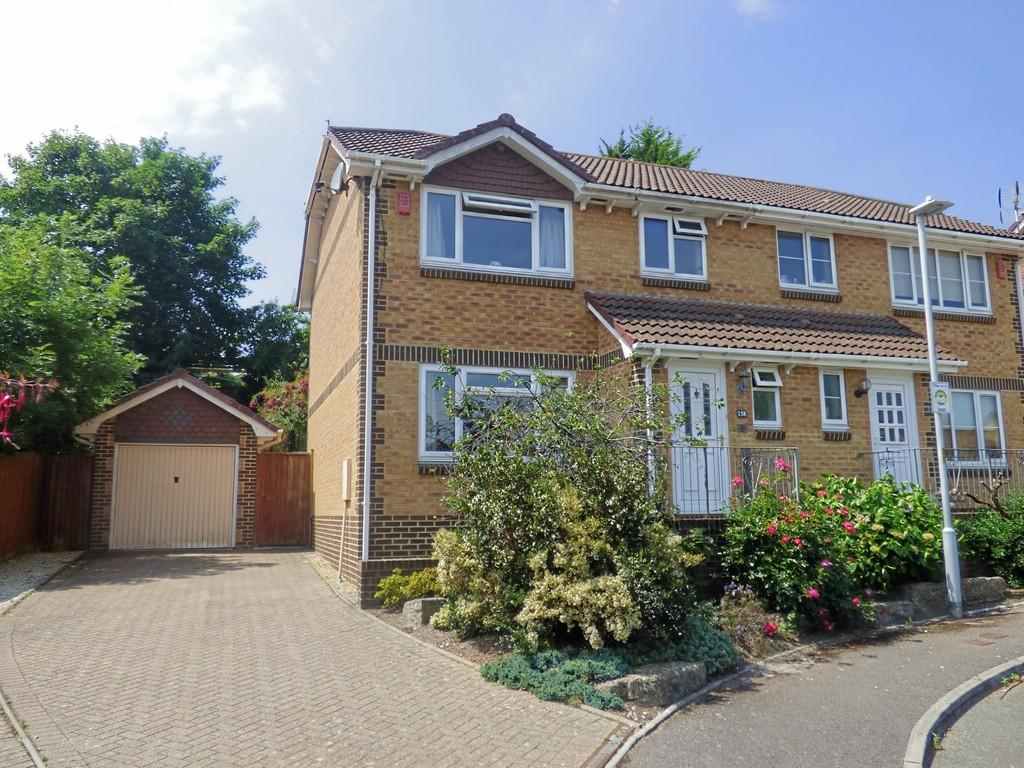 3 Bedrooms Semi Detached House for sale in Broadstone