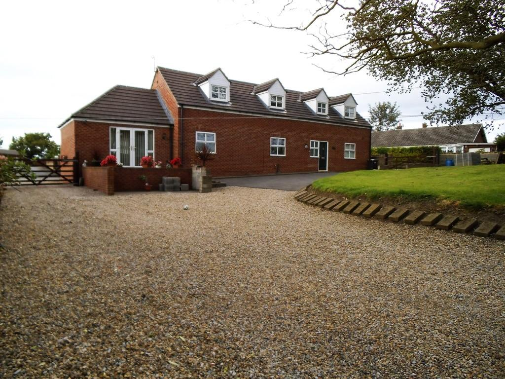 4 Bedrooms Detached Bungalow for sale in Deaf Hill Farm, Thornley Road