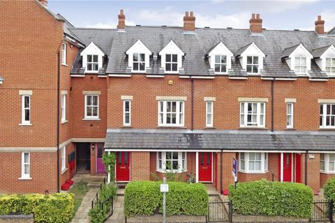4 bedroom terraced house to rent - Ravensworth Gardens, Cambridge, Cambridgeshire, CB1