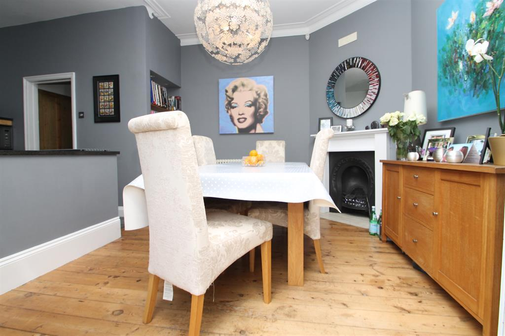 3 Bedrooms Terraced House for sale in Church Road, Bexleyheath, Kent, DA7 4DW