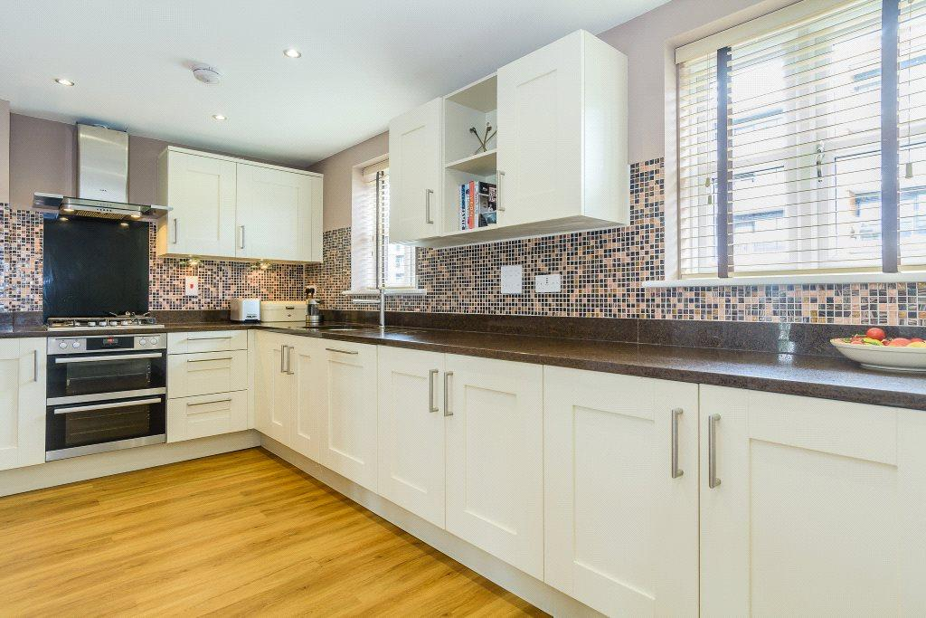 4 Bedrooms House for sale in Racecourse Road, Newbury, Berkshire, RG14