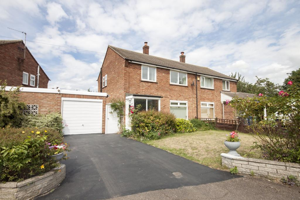3 Bedrooms Semi Detached House for sale in Cheney Way, Cambridge