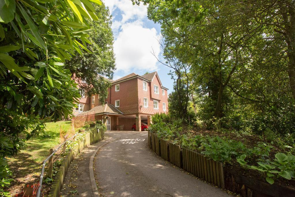 1 Bedroom Apartment Flat for sale in High Street, Heathfield, East Sussex, TN21 8GB