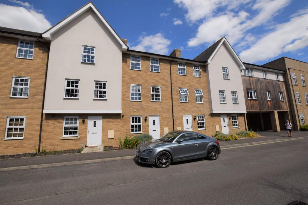 4 Bedrooms Town House for sale in Dove House Meadow, Great Cornard, Sudbury