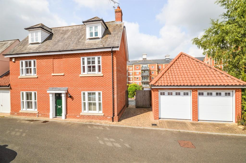 4 Bedrooms Detached House for sale in Barley Close, Mistley, Manningtree
