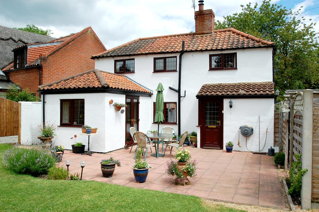 2 Bedrooms Cottage House for sale in White Horse Lane, Briggate
