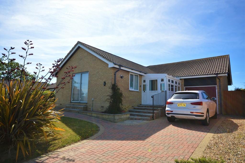 3 Bedrooms Detached Bungalow for sale in Merrie Gardens, Sandown