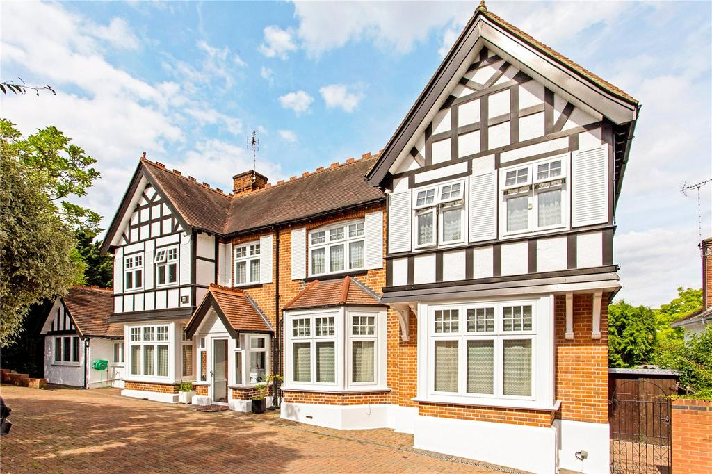 7 Bedrooms Detached House for sale in Connaught Avenue, Loughton, Essex, IG10