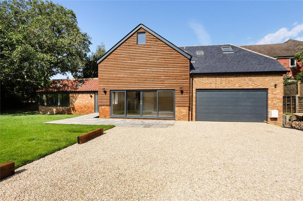 4 Bedrooms Detached House for sale in Beaconsfield Road, Farnham Royal, SL2