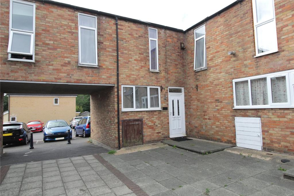 3 Bedrooms End Of Terrace House for sale in Beeston Courts, Laindon, Essex, SS15