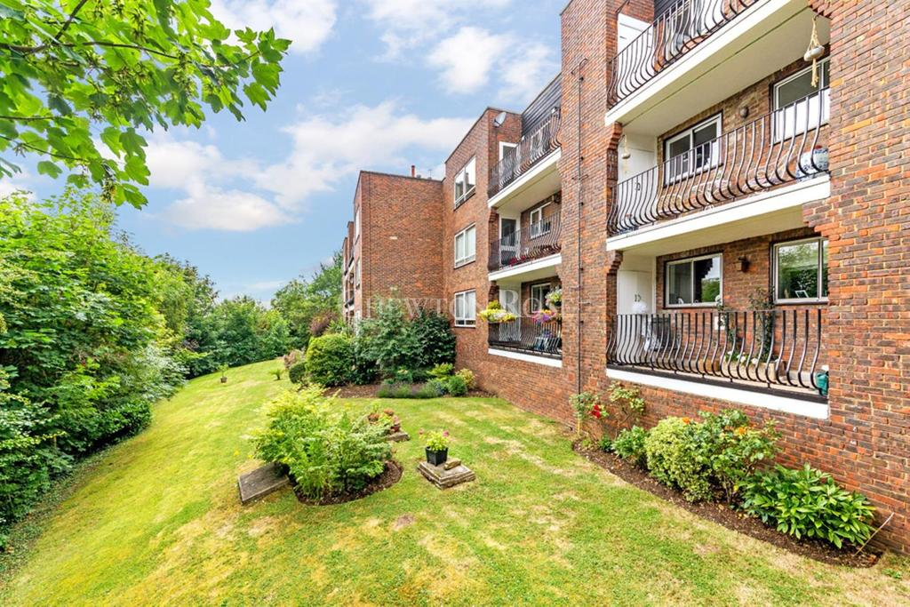 2 Bedrooms Apartment Flat for sale in Loughton