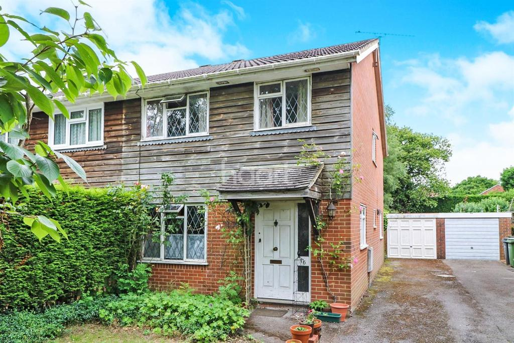 3 Bedrooms Semi Detached House for sale in Beare Green, Dorking, Surrey