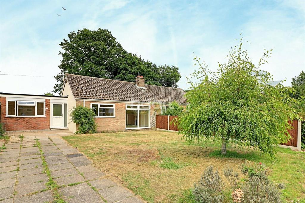 2 Bedrooms Bungalow for sale in Halls Drive, Gressenhall