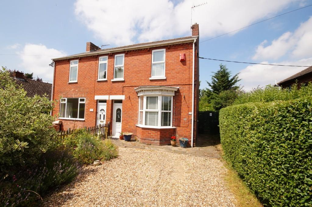 2 Bedrooms Semi Detached House for sale in Newark Road, North Hykeham