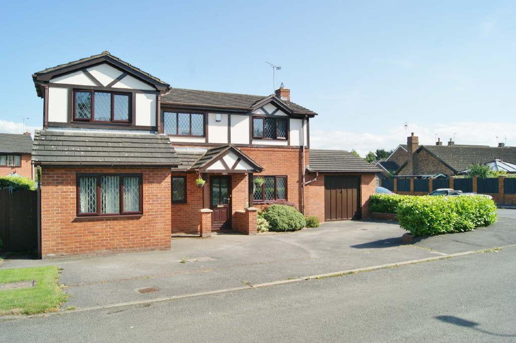 4 Bedrooms Detached House for sale in Cross Lanes, Wrexham