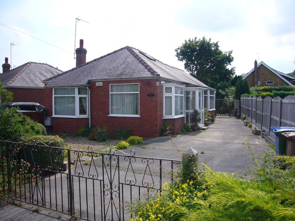 2 Bedrooms Detached Bungalow for sale in Park Road, Airmyn, Goole, East Yorkshire