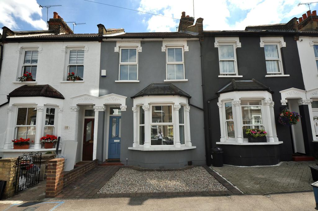 2 Bedrooms Terraced House for sale in West Grove, Woodford Green