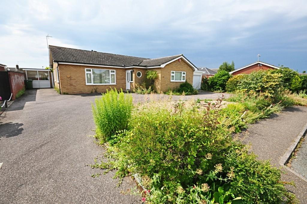 3 Bedrooms Detached Bungalow for sale in Field House Gardens, Diss
