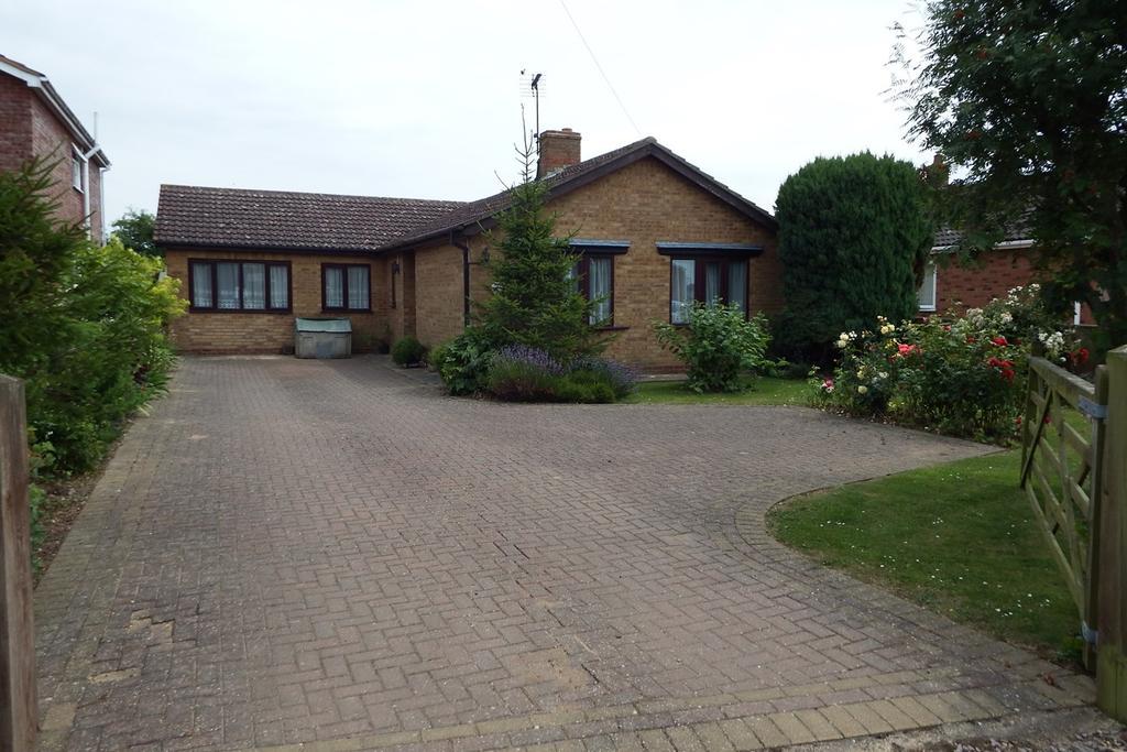 4 Bedrooms Detached Bungalow for sale in Woodgate Road, Moulton Chapel, PE12