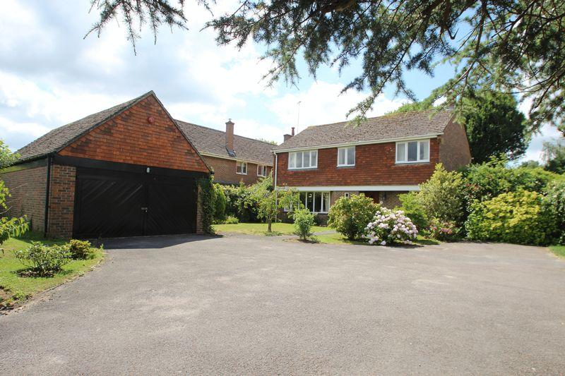 4 Bedrooms Detached House for sale in Latymers, Penshurst