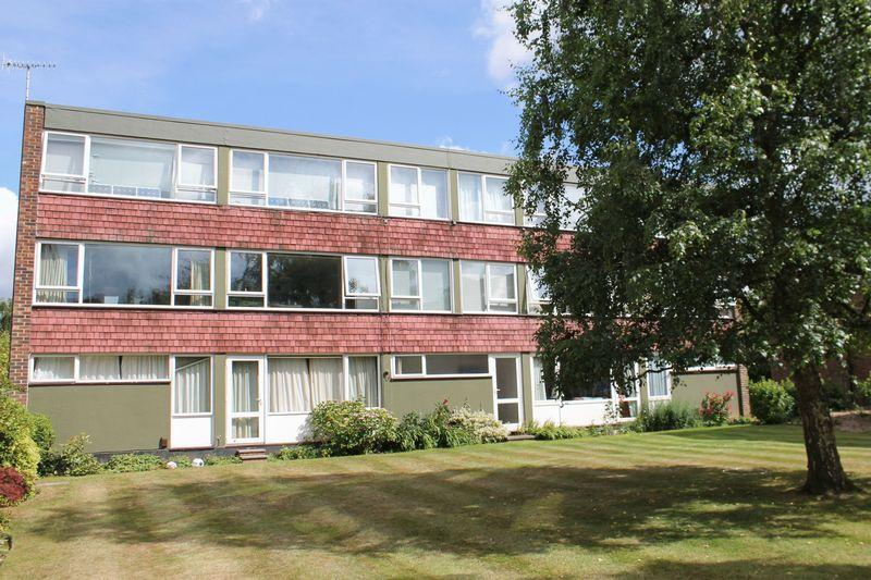 2 Bedrooms Apartment Flat for sale in Boxgrove GU1