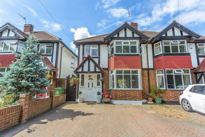 3 Bedrooms Semi Detached House for sale in River Gardens, Carshalton