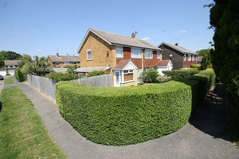 3 Bedrooms Semi Detached House for sale in East View Fields, Plumpton Green, East Sussex