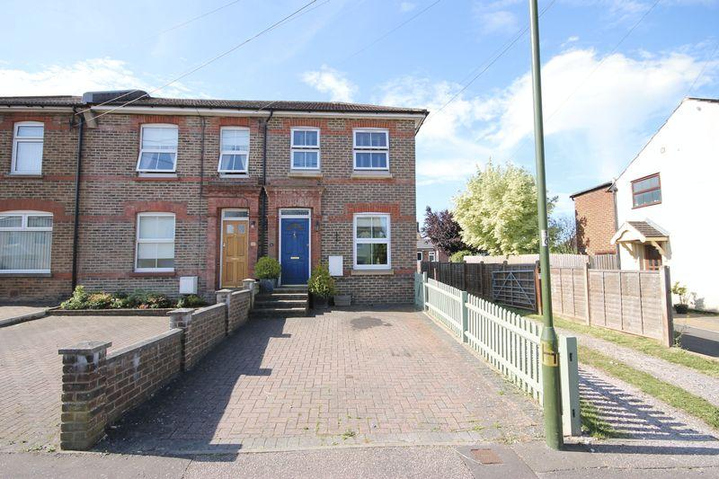 3 Bedrooms End Of Terrace House for sale in West Street, Burgess Hill, West Sussex