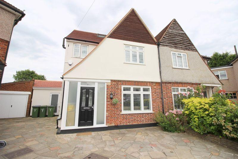 4 Bedrooms Semi Detached House for sale in Croyde Close, Sidcup, DA15 8DU