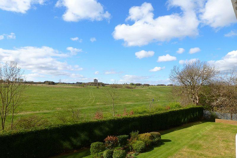 2 Bedrooms Apartment Flat for sale in Montagu Court, Gosforth