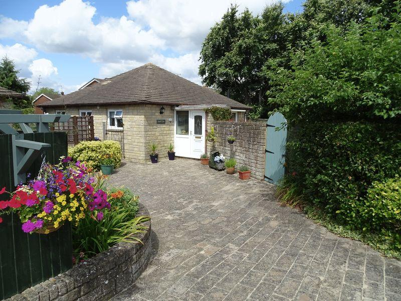 2 Bedrooms Detached Bungalow for sale in Frane Lea Park, Melksham