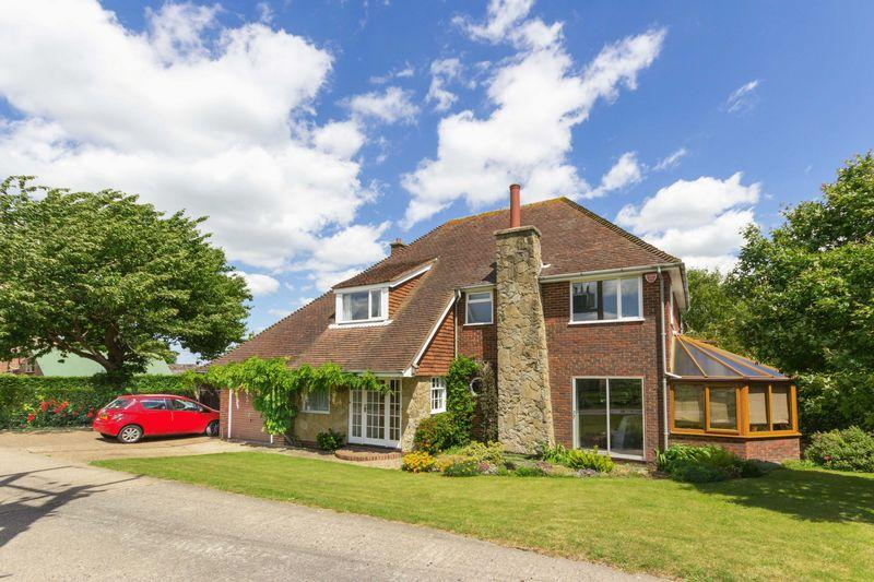 5 Bedrooms Detached House for sale in Worth - offers in excess of 550,000