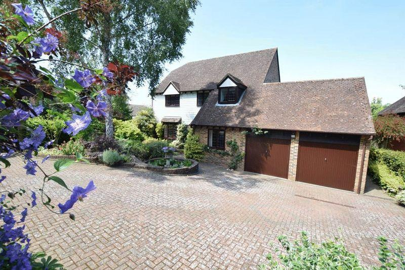 5 Bedrooms Detached House for sale in Silchester Court, Penenden Heath