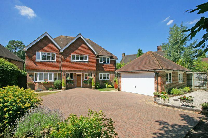 5 Bedrooms Detached House for sale in One Pin Lane , Farnham Common, Buckinghamshire