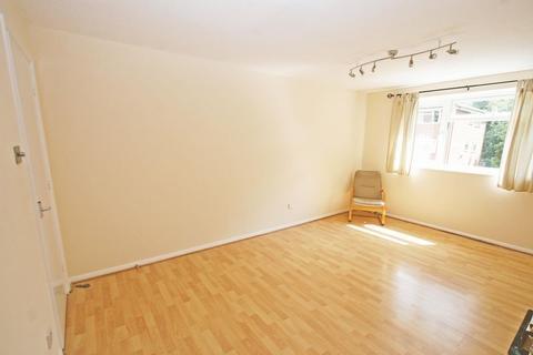 2 bedroom flat to rent - Cobblers Close, Farnham Royal