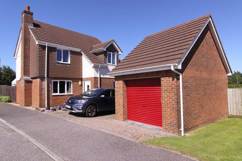 4 Bedrooms Detached House for sale in Moorcroft Close, Okehampton