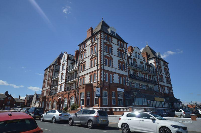 2 Bedrooms Maisonette Flat for sale in Metropole Towers, Argyle Road, Whitby