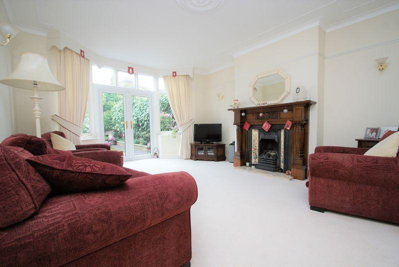 5 Bedrooms Terraced House for sale in Cambridge Road, Middlesbrough