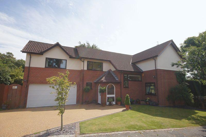 5 Bedrooms Detached House for sale in Broomlands, Lower Heswall