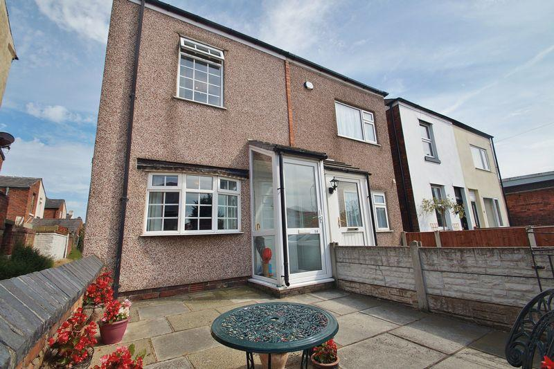 2 Bedrooms Semi Detached House for sale in Hall Street, Southport
