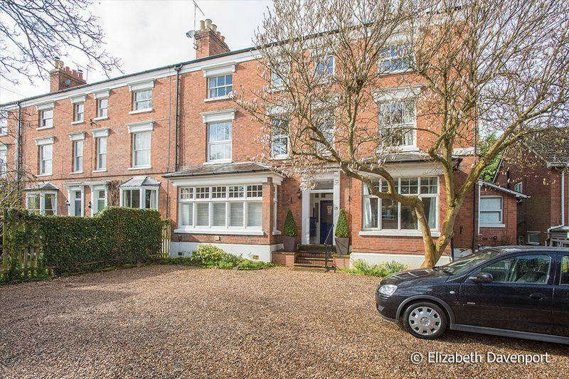 3 Bedrooms Duplex Flat for sale in Clarendon Road, Kenilworth