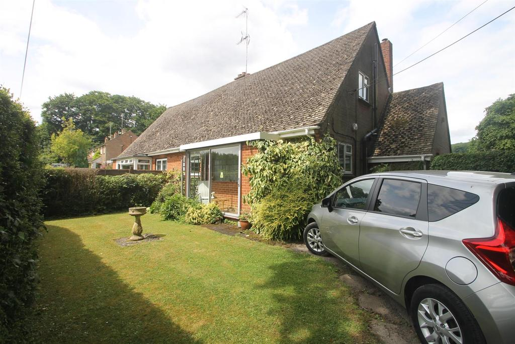 3 Bedrooms Semi Detached House for sale in Court Lodge Road, Harrietsham, Maidstone