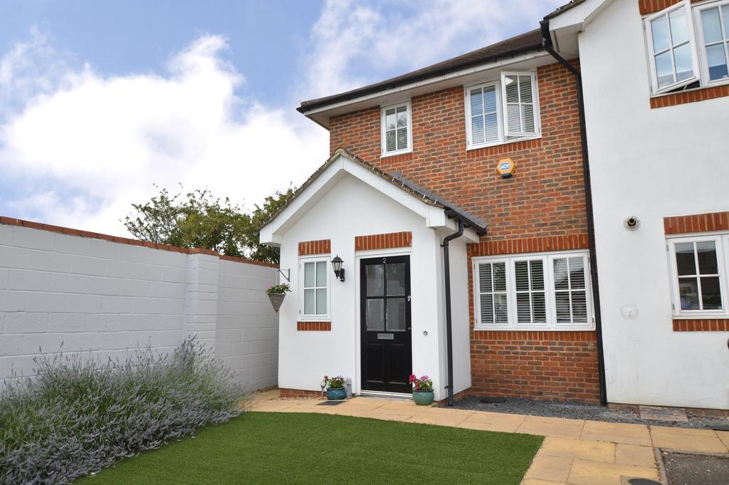 3 Bedrooms End Of Terrace House for sale in Sunbury Close, WALTON ON THAMES KT12