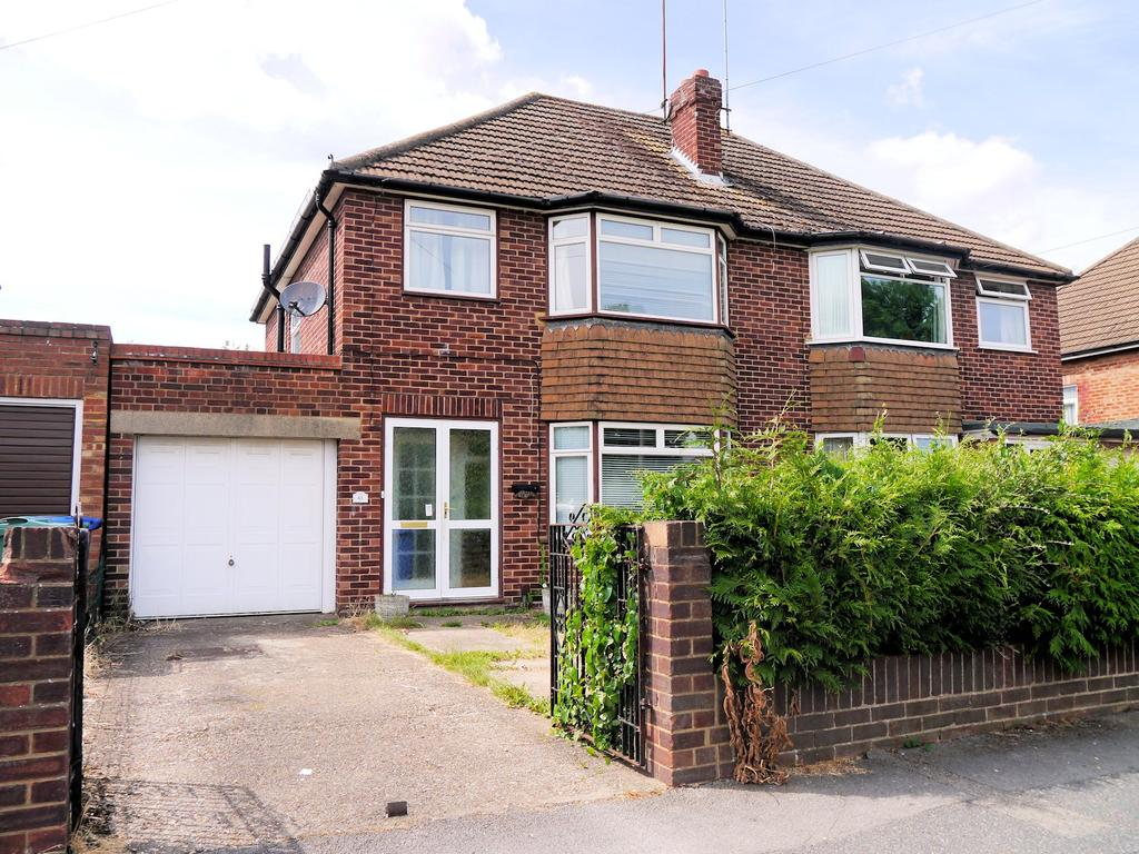 3 Bedrooms Semi Detached House for sale in Smiths Lane, Windsor SL4