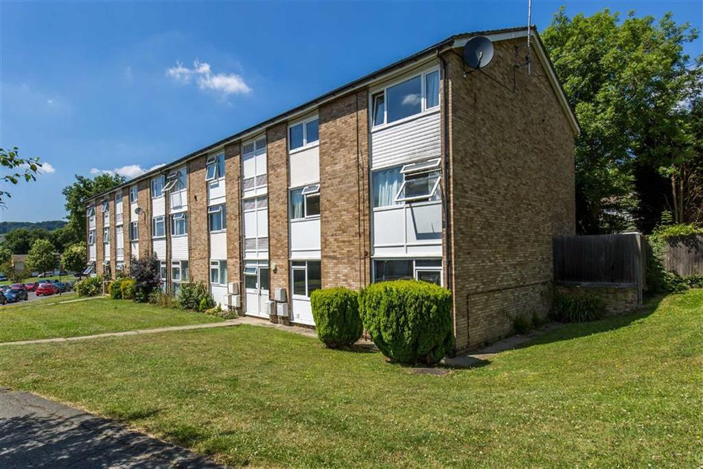 2 Bedrooms Flat for sale in Barnetts Shaw, Oxted, Surrey
