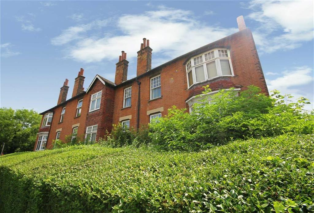 3 Bedrooms Flat for sale in Bedford Avenue, High Barnet, Hertfordshire