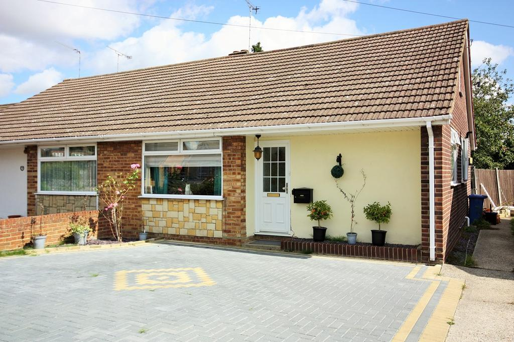 4 Bedrooms Semi Detached Bungalow for sale in Graham Close, Hutton, Brentwood, CM13