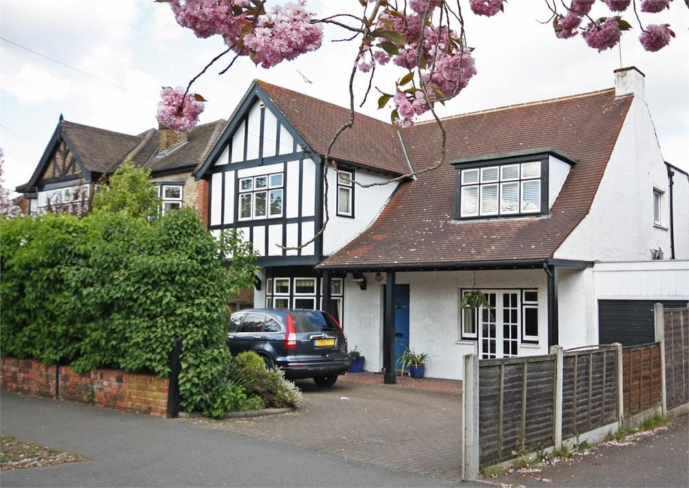 4 Bedrooms Detached House for sale in Crossways, Shenfield, Brentwood, CM15